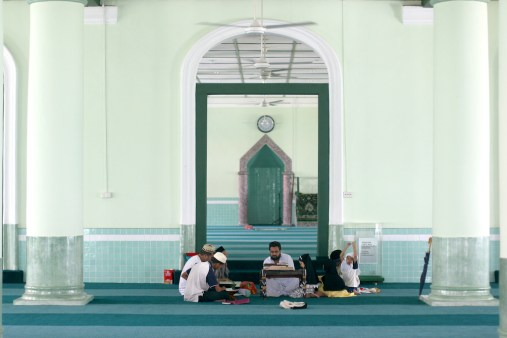 Singapur, Chinatown, Mezquita Jamae, clase de Corán