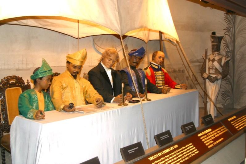Singapur, Isla Santosa, Museo Imágenes de Singapore, Firma del acuerdo de independencia de Singapur con Sir Raffles