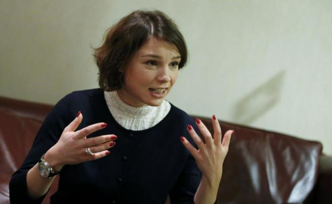 Zhanna Nemtsova, daughter of slain opposition leader Boris Nemtsov, gestures during an interview with Reuters in Berlin, Germany, November 25, 2015. REUTERS/Fabrizio Bensch
