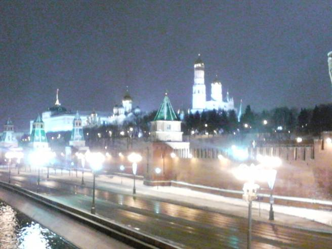23.02.2016. Немцов Мост. Мемориал.Снег идёт