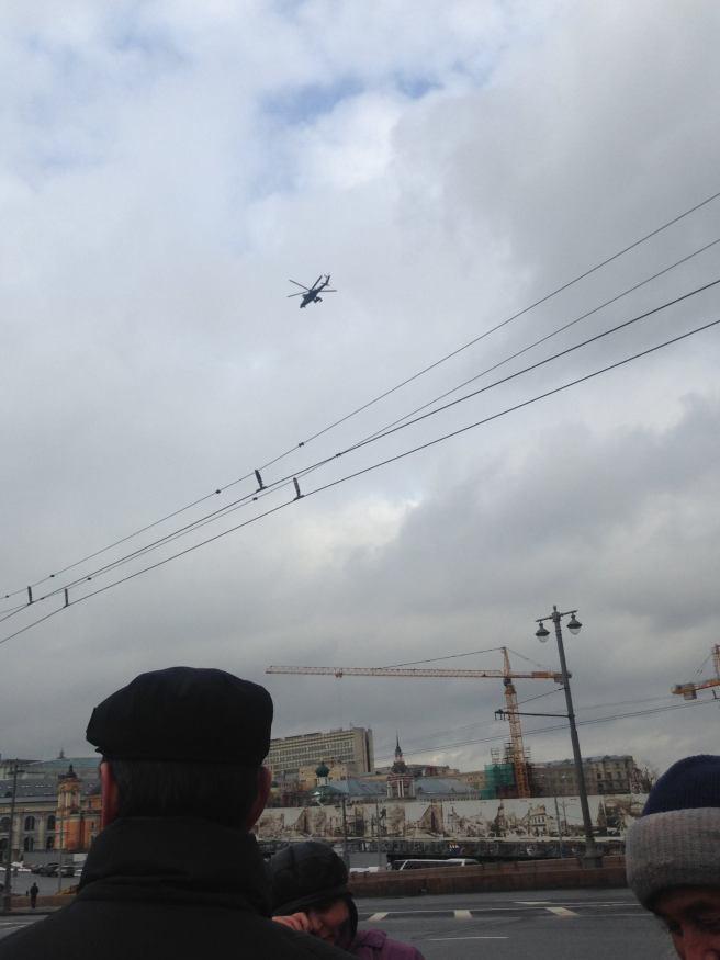В течение дня над центром кружил боевой вертолёт