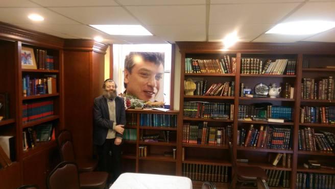 На фото, сделанном уже в воскресенье – интерьер нашей синагоги с портретом Бориса Немцова (на окне), там, где прошла наша программа...