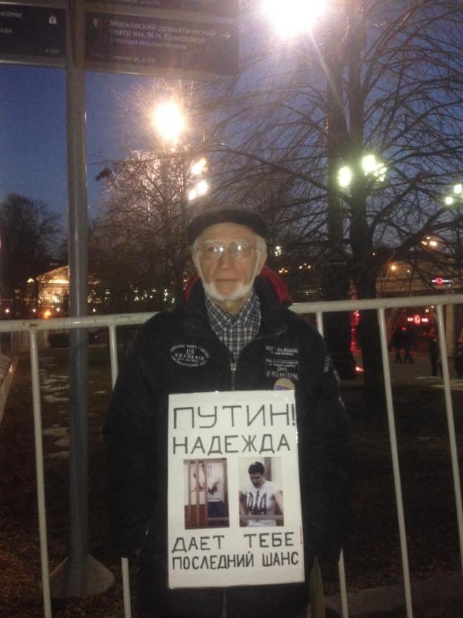 Постоял полчаса - как и собирался. Неожиданно пришел Aleksey Vorontsov (в целях безопасности) и сделал фото.