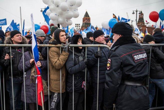 Посетители митинга к годовщине Крыма на Красной уходят с него за час до начала.