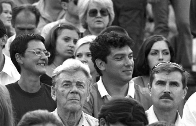 Ирина Хакамада и Борис Немцов на стадионе «Шинник». / Фото Сергея Белякова