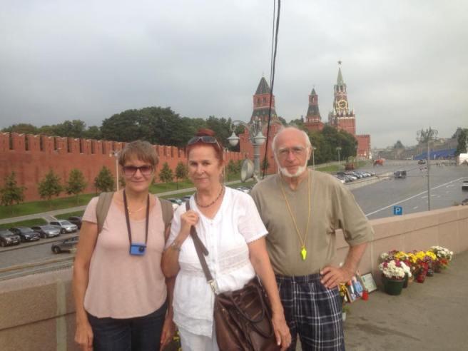 Гостья из Израиля  и волонтеры Немцова моста