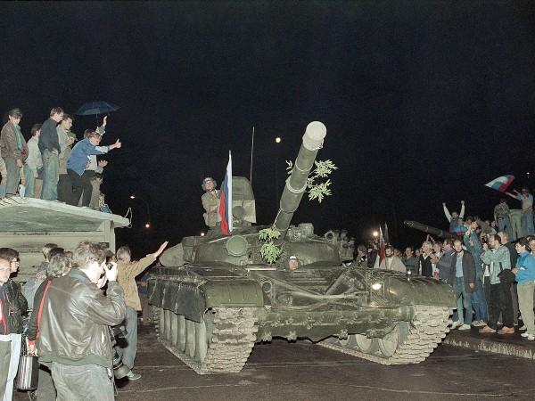 tri-dnya-v-avguste.1991.19-21 (16)