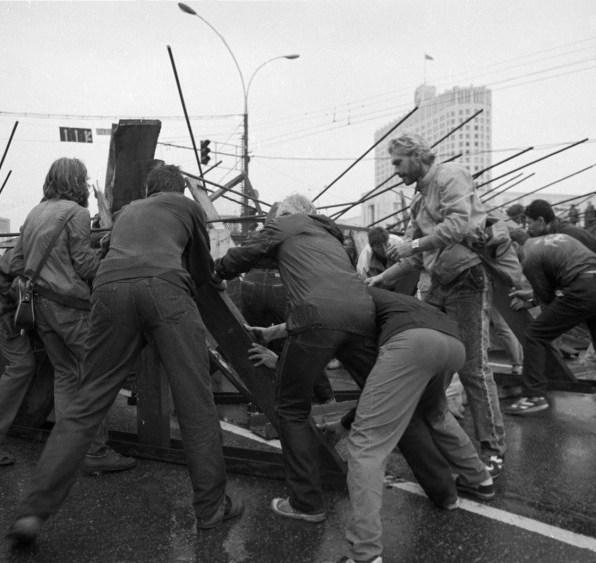 tri-dnya-v-avguste.1991.19-21 (27)
