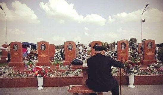 """Беслан. Феликс Тотиев на кладбище """"Город ангелов"""" у могил шести своих внуков"""