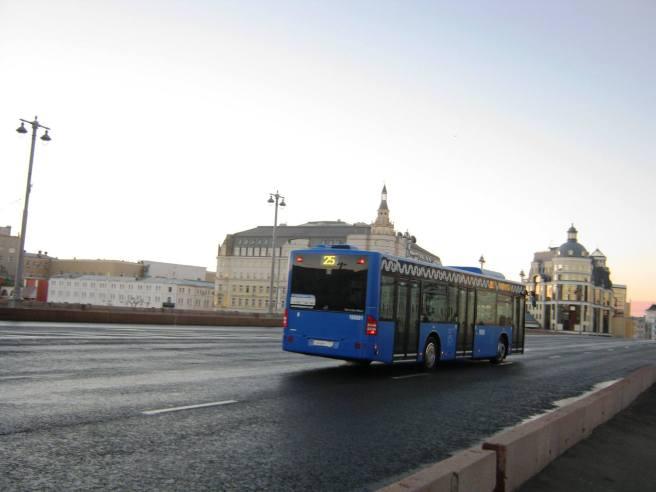 Немцов мост. Мемориал. Рассвет. Первый автобус