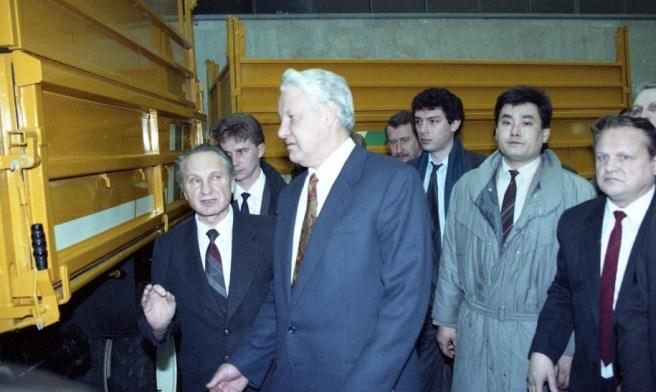 Борис Немцов и Борис Ельцин в Нижегородской области во время визита на ГАЗ (1992) Дмитрий Донской/Архив Президентского центра Б.Н. Ельцина