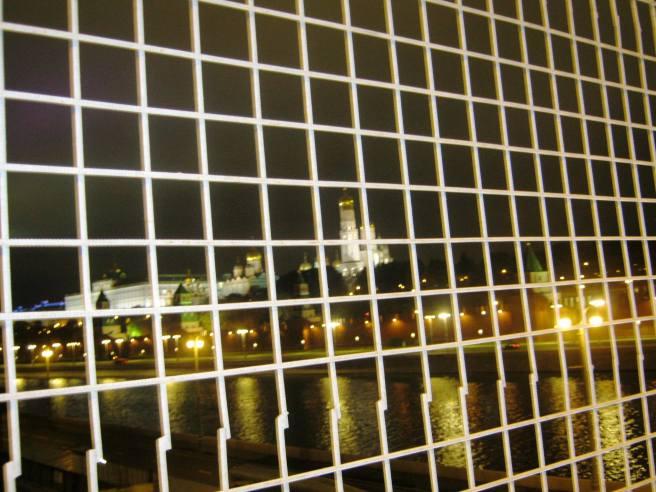 11.10.2016. Немцов Мост. Вот так и смотрим, в том числе и на Кремль. Или они так видят ...