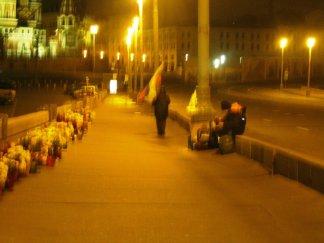 18.10.2016. Немцов мост. Мемориал и флаг России