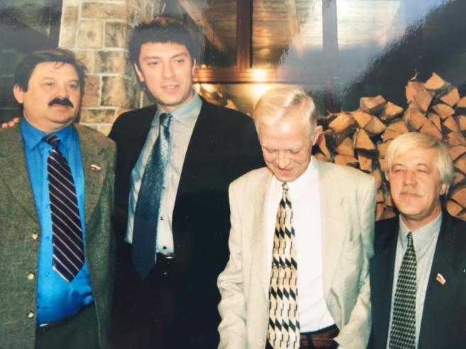 А это — из «Пирушки у Ганса» когда в 2001-м отмечали 10 лет назначения на должность губернатора. Старались собрать всех! — Ольга Смирнова