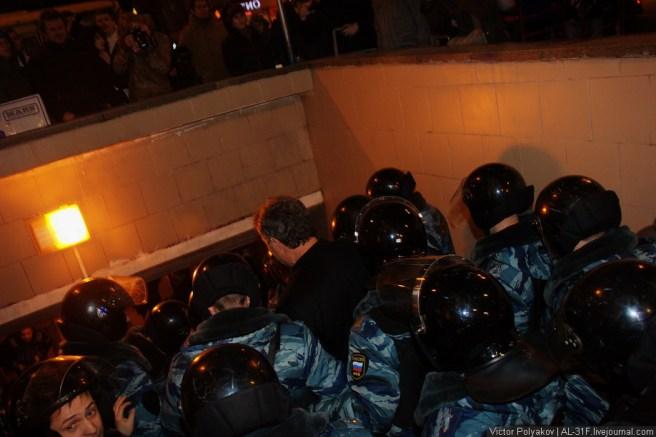 Спецоперацию по задержанию Бориса Немцова проводило около 15 бойцов ОМОН.