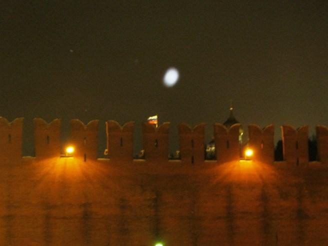 12.12.2016. Немцов мост. Флаг – День Конституции