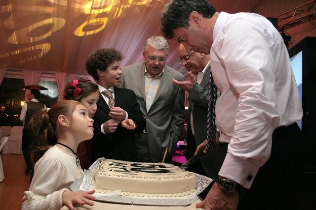 Пятидесятилетие Бориса Немцова. 2009 год. Фото: Илья Яшин