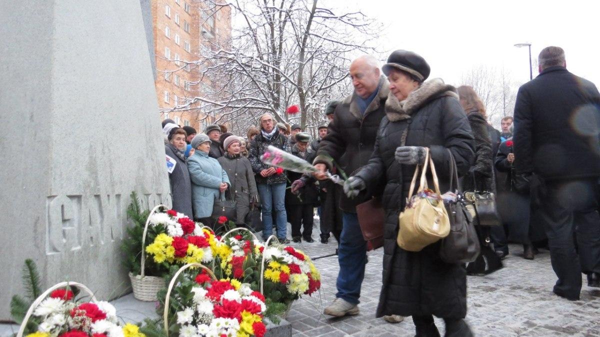 12 декабря 2014 года в Нижнем Новгороде на проспекте Гагарина состоялось торжественное открытие памятника ученому Андрею Сахарову. ProGorodNN