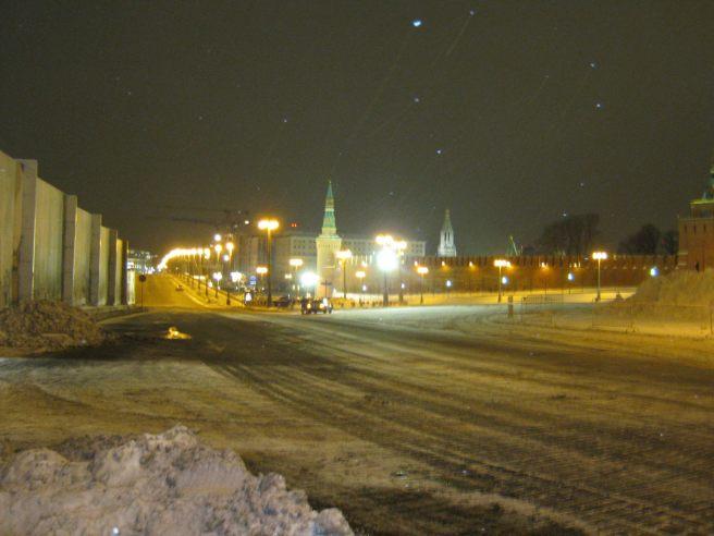 Немцов мост 16.01.2017. Вечернее дежурство. Как оказалось, я прощаюсь с мостом ненадолго. Скоро я приеду сюда. Правда, я ещё этого не знаю.