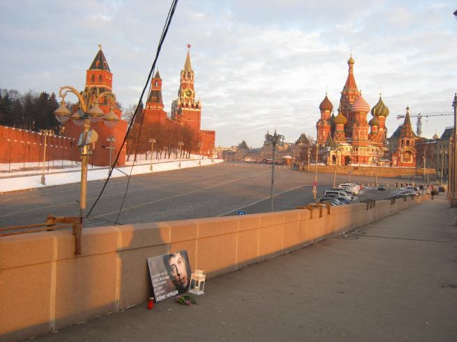 04.02.2017 Утреннее дежурство на мосту Немцова. После погрома. Первое солнце нового дня