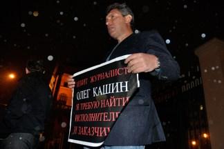 08-11-2010-nemtsov-piket-kashin