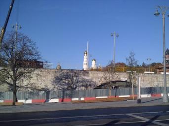 20.10.2018 Немцов мост. Ремонт. С другой стороны моста. Облицовка снята почти что со всего моста