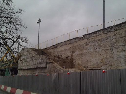 10.11.2018 Немцов мост. Ремонт На другой стороне моста Вид на лестницу сзади