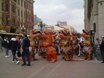 """20.04.2019 Пикет """"всех на всех"""" Динозавры идут по Арбату"""