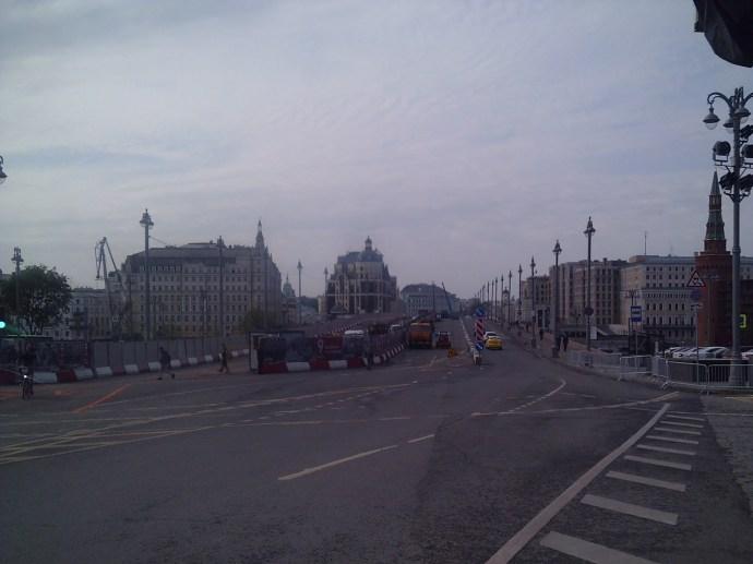 11.05.2019 Немцов мост. Ремонт продолжается Две средние полосы ещё закрыты для проезда. Полосы по краям - проезжие