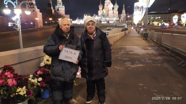 29.02.2020 Ночное дежурство На Мосту Немцова. Ночные дежурные Павел и Карина.