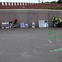 Весь день на Мосту Немцова