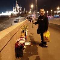 Мост Немцова. Гости с цветами