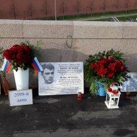 День. На мосту Немцова так