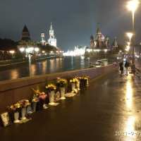 Стужа на мосту Немцова. Дождь