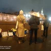 Люди на мосту Немцова. Фоторепортаж