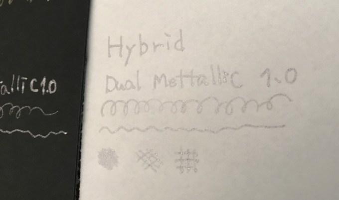 銀ペン白い紙に書いた字