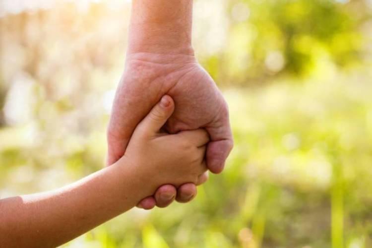 Senado aprova projeto que agiliza adoção e prioriza crianças deficientes