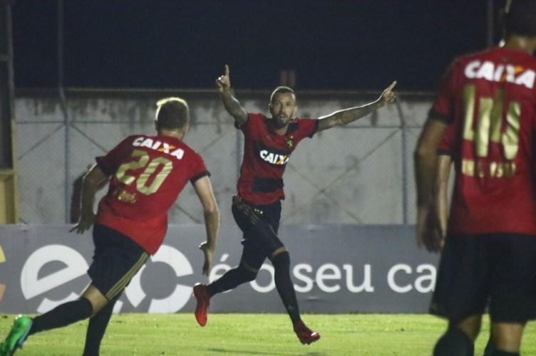 """Após marcar dois gols, Leandro Pereira comemora """"recomeço"""" no Sport"""
