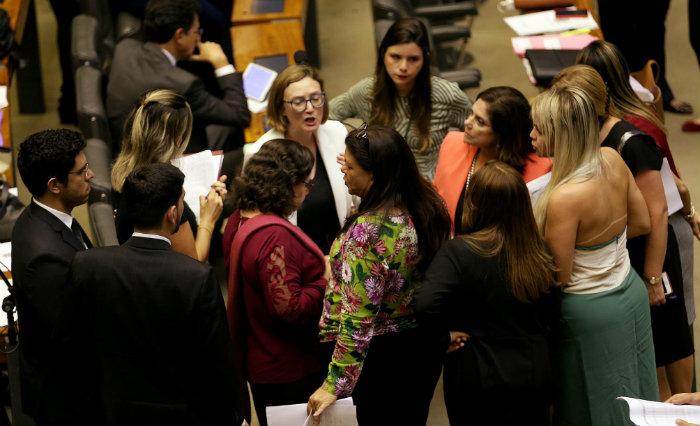 Baixa presença feminina na Câmara põe Brasil em 152º lugar entre 190 países