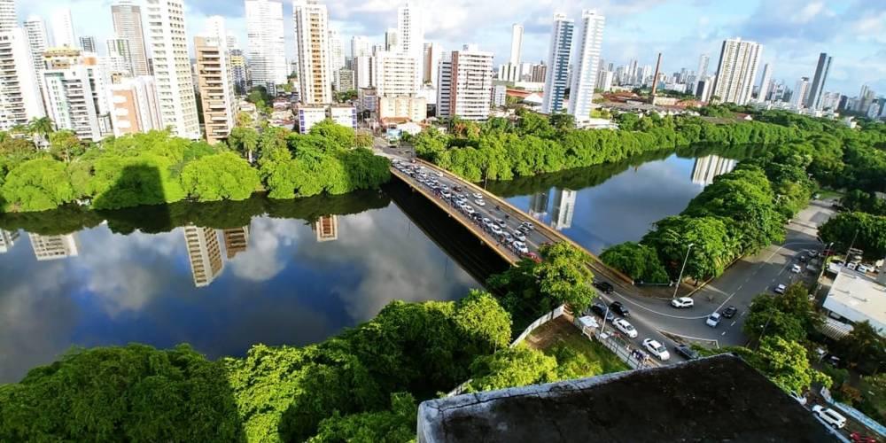 Grande Recife tem longas filas por combustível; circulação de ônibus está normalizando