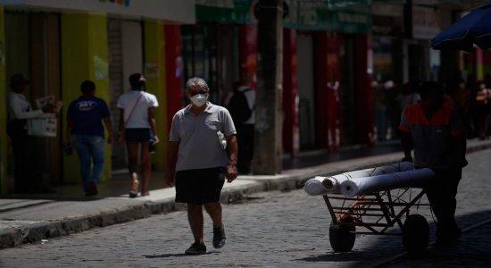 Decreto recomenda que população em Pernambuco utilize máscaras nas ruas e obriga uso para trabalhadores