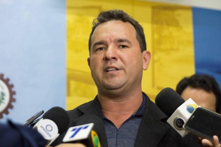 Prefeito de Paulista é afastado do cargo após operações policiais que investigam esquemas de fraude e desvio de dinheiro