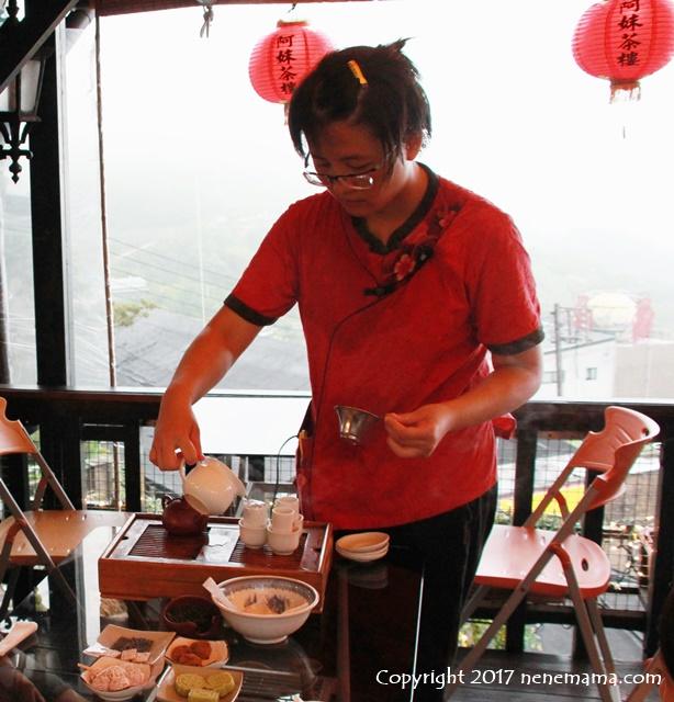阿妹茶楼での台湾茶のレクチャー風景