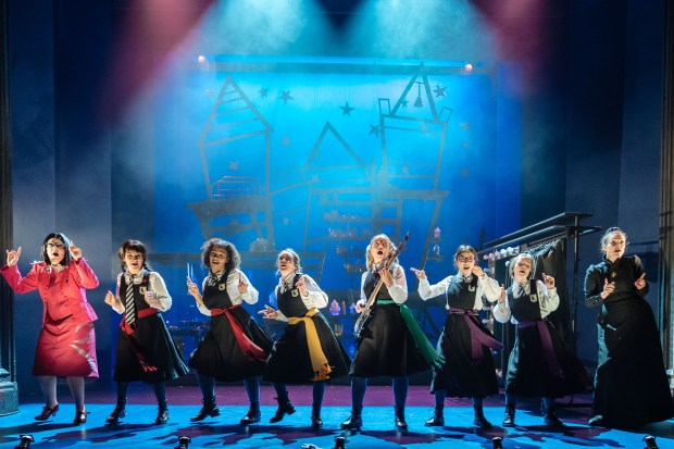 6_The Worst Witch_company-215_photo by Manuel Harlan