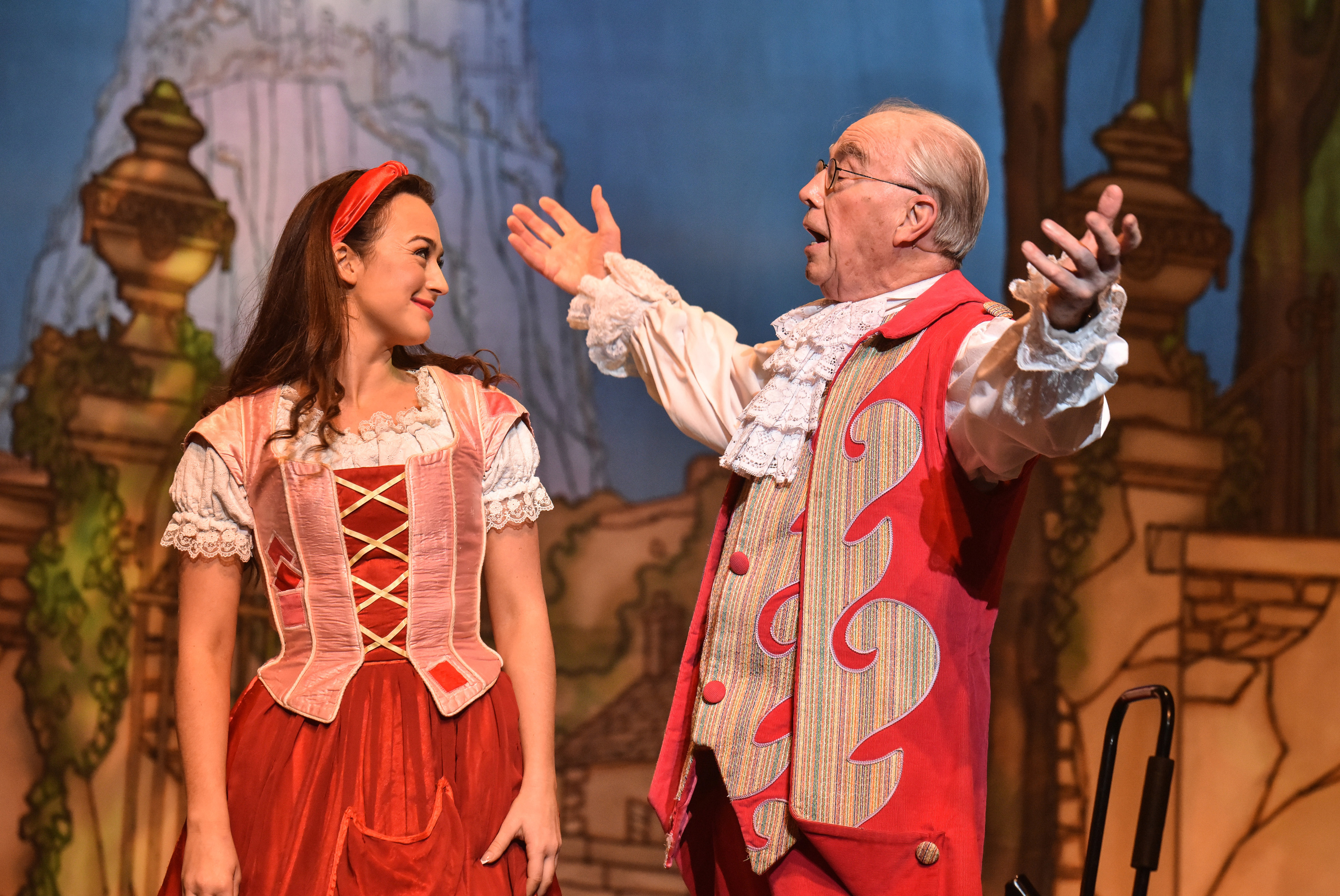 2 Cinderella_Charlotte Haines and Bernie Clifton_5999_photo by Robert Day