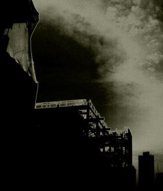 空と鉄骨の写真素材