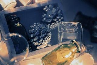 【高解像度】松ぼっくりと空き瓶(3パターン)