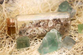 【高解像度】瓶詰めのハーキマーダイヤモンド(3パターン)