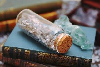 【高解像度】瓶詰のハーキマーダイヤモンドと蛍石(フローライト)(3パターン)