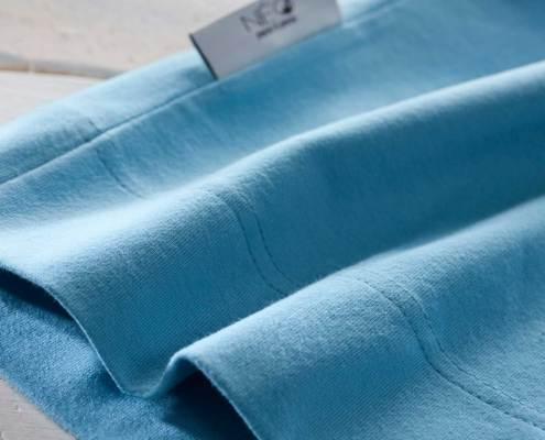 Détail du Bandeau bleu océan kangourou Néo peau à peau recommandée en puériculture pour les bébés à termes ou prématurés